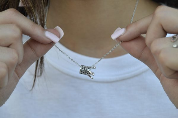 I'm a queen crown necklace